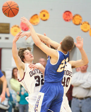 Dundee falls in sectional quarterfinals