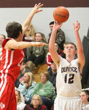 Dundee dominates in sectional opener
